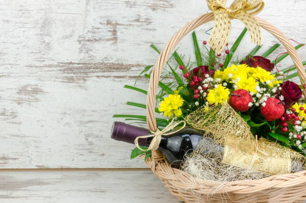 Mother's Day | Hamper with Wine & Flowers