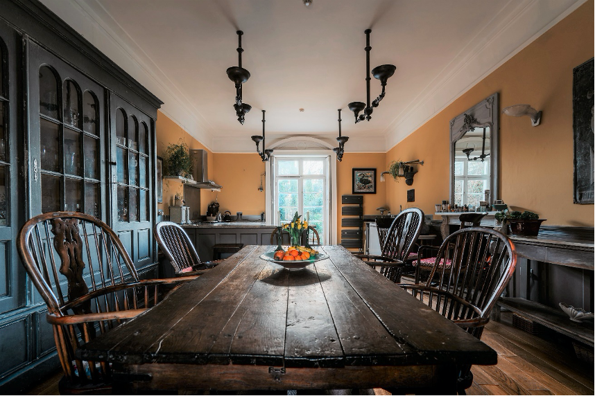 The French House - Dining table