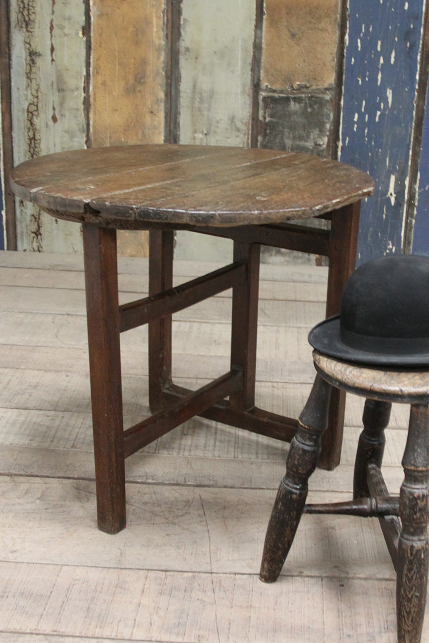 Low oak occasional table