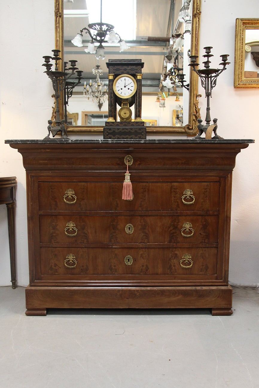 Mid 1800's chest of drawers