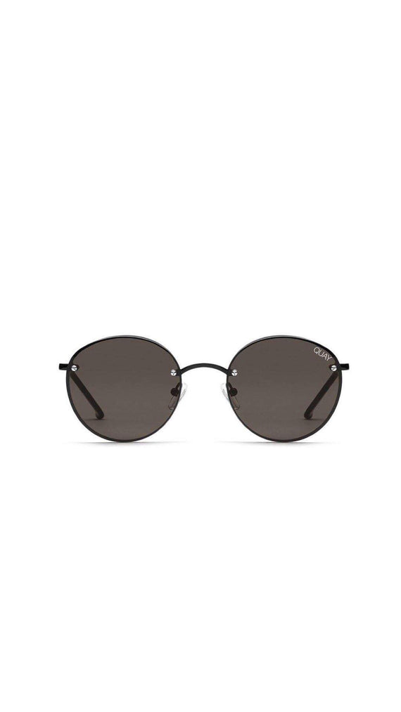 QUAY SUNGLASSES - FARRAH - BLACK/SMOKE