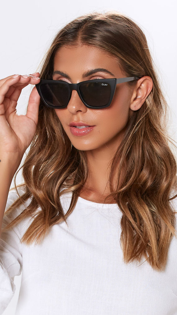 QUAY SUNGLASSES - DON'T @ ME - BLACK/SMOKE