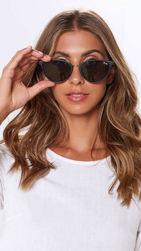 Quay Sunglasses - Rumors - Black/Smoke