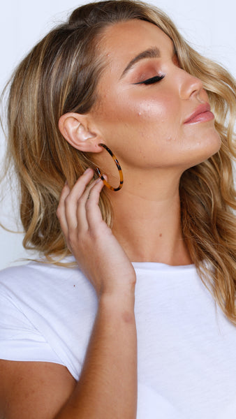 Fine Resin Hoop Earrings - Tan Tort