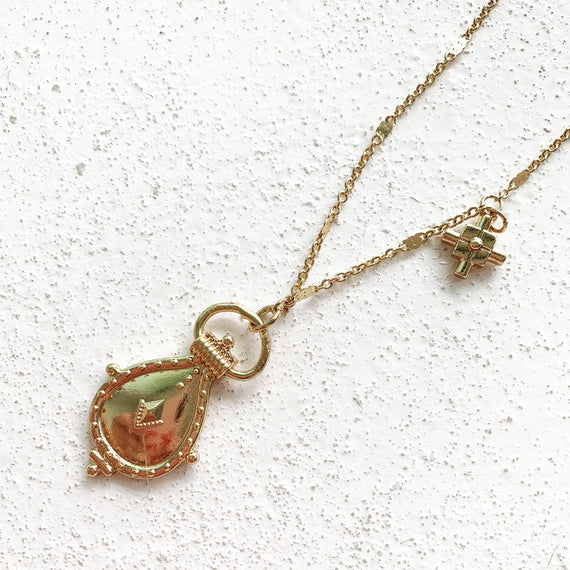 Lily Pendant Necklace - Gold