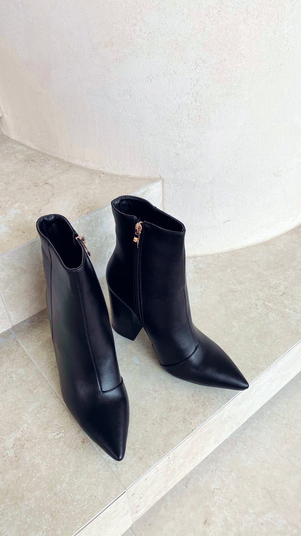 Tio Ankle Boots - Black