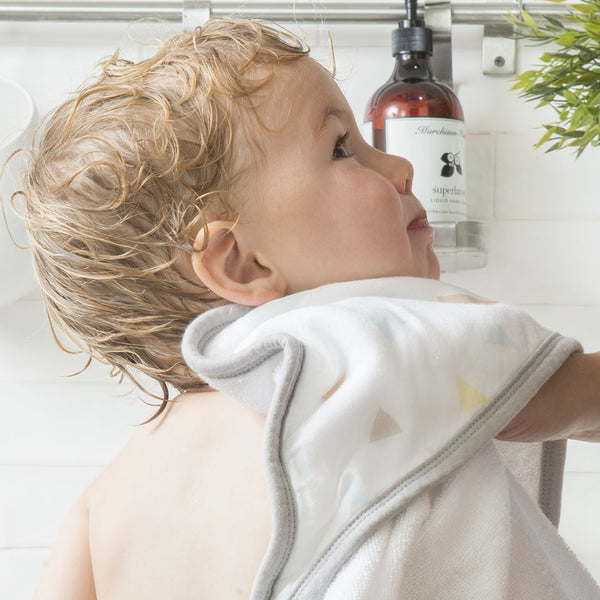 Weegamigo Hooded Towel Tri Metric with baby