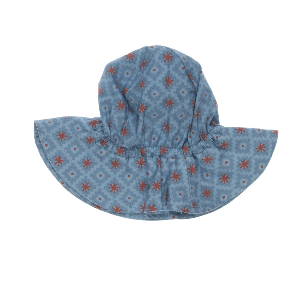 LADY Hat Baby, back view, tailored from an organic cotton with a pattern. Made by Omibia