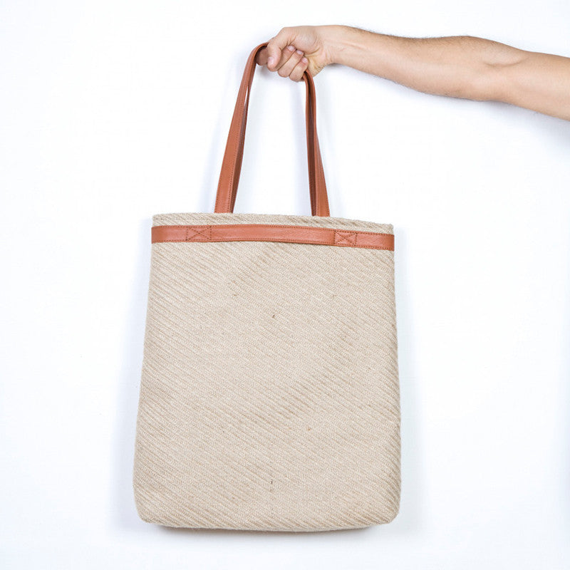 The Folded Shopping Bag in Natural Straw & Brandy