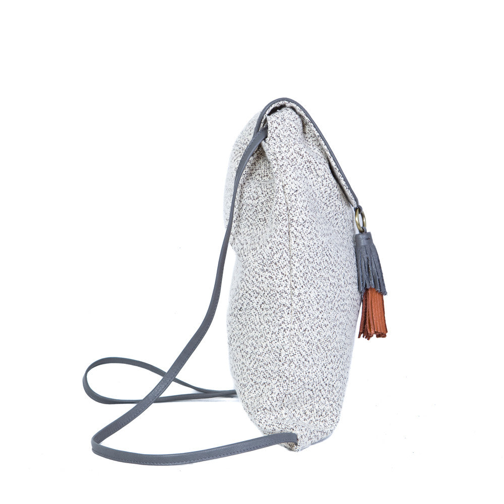 The Backsack in Grey & White with the Smoke Grey & Brandy Tuft