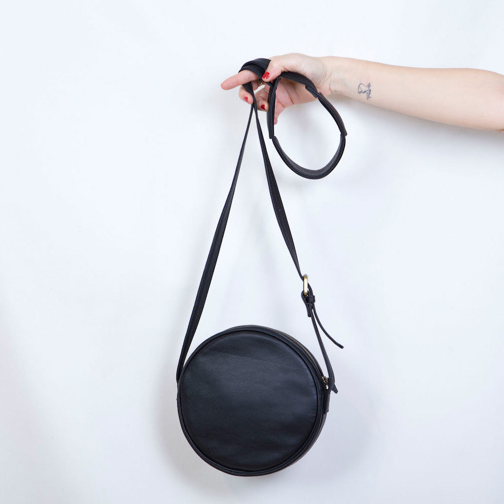 'O' Bag in Black