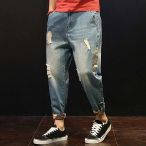 Men's stylish loose-fitting jeans