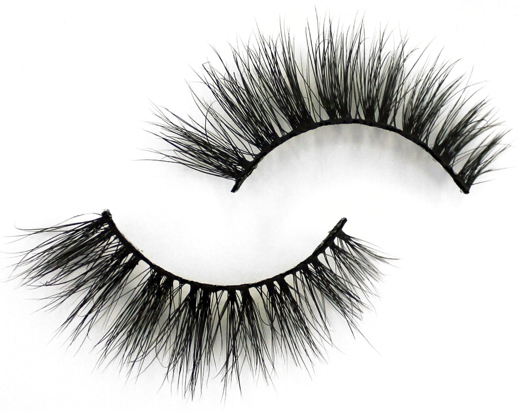 Sapphire Studio Ace mink eye lashes are super wispy, natural and best to wear in the day time. They are best for almond-shaped eyes and pair beautifully with winged eyeliner.