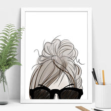 Load image into Gallery viewer, messy bun girl