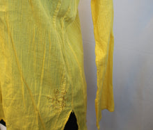 Load image into Gallery viewer, Women's yellow shirt      Size M                4/7A