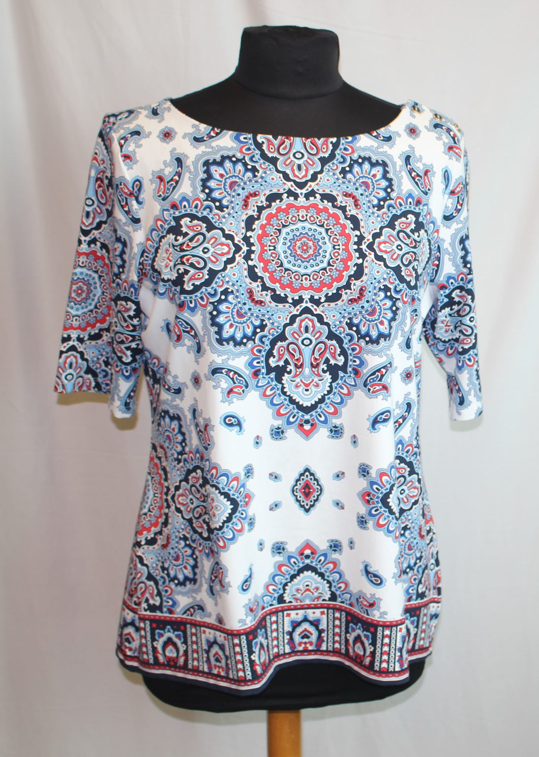 Women's red/white/blue top                   Size L              4/21A