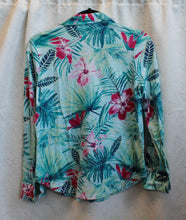 Load image into Gallery viewer, Women's Long Sleeved Green Flowered Blouse        S (P)                                        1/13C
