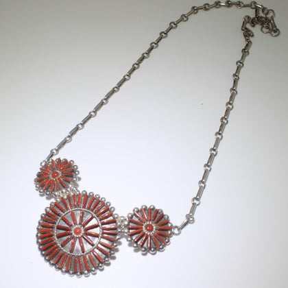 Coral neddle point cluster Necklace