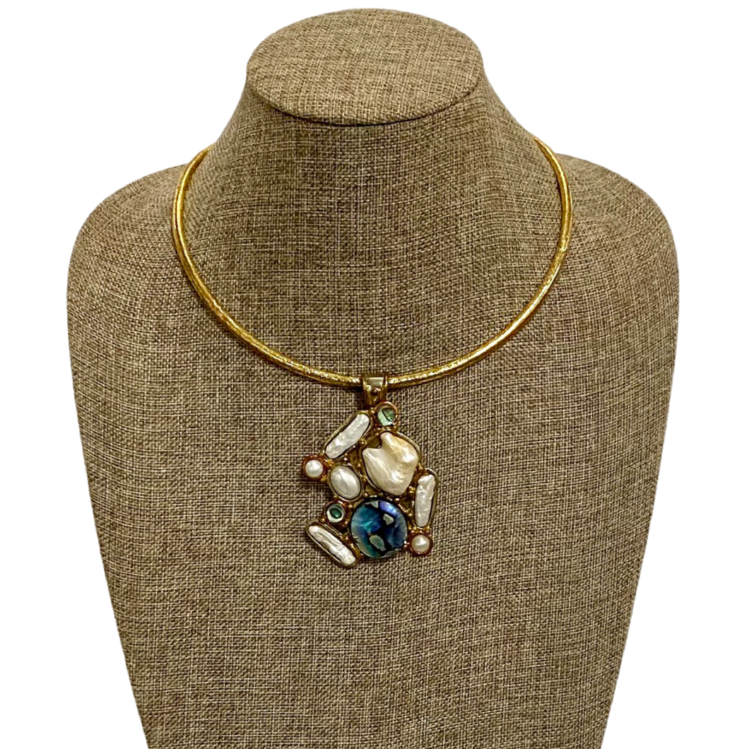 [PE-1405-AP] Gold Copper White Metal Pendant w/ Abalone and Pearl