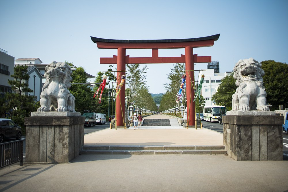 Picture of the large traditional Japanese gates to Kamakura