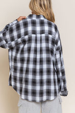 Load image into Gallery viewer, pol distressed flannel button up shirt