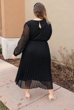 Load image into Gallery viewer, JME Relaxed Pleated Dress Black