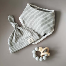 Load image into Gallery viewer, Pom Pom Bib & Knot Hat set - Grey