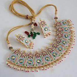 Traditional look necklace