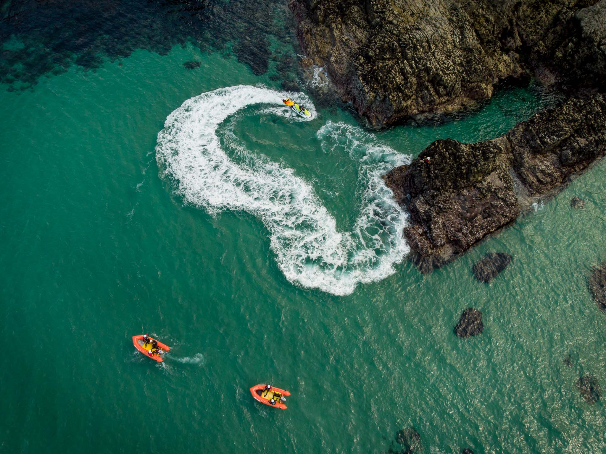 unconscious tube rescue of casualty from rocks