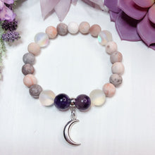 Load image into Gallery viewer, Crescent Moon Bracelet