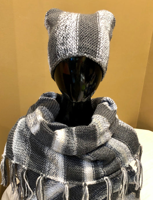 Winter striped scarf - grey