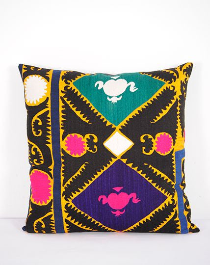 Off-white Background Suzani Cushion 50x50