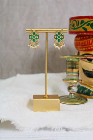 GREEN ONYX AND PEARL BEAD DROP EARRING