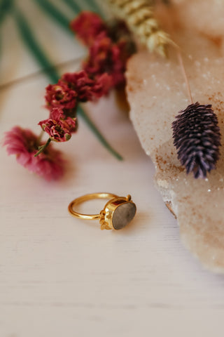 MOONSTONE & GOLD RING