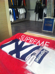 *new* Supreme Yankees Box Logo Tee (White)