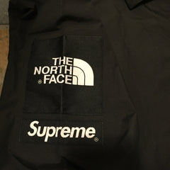 *new* Supreme / The North Face Windbreaker DS Large