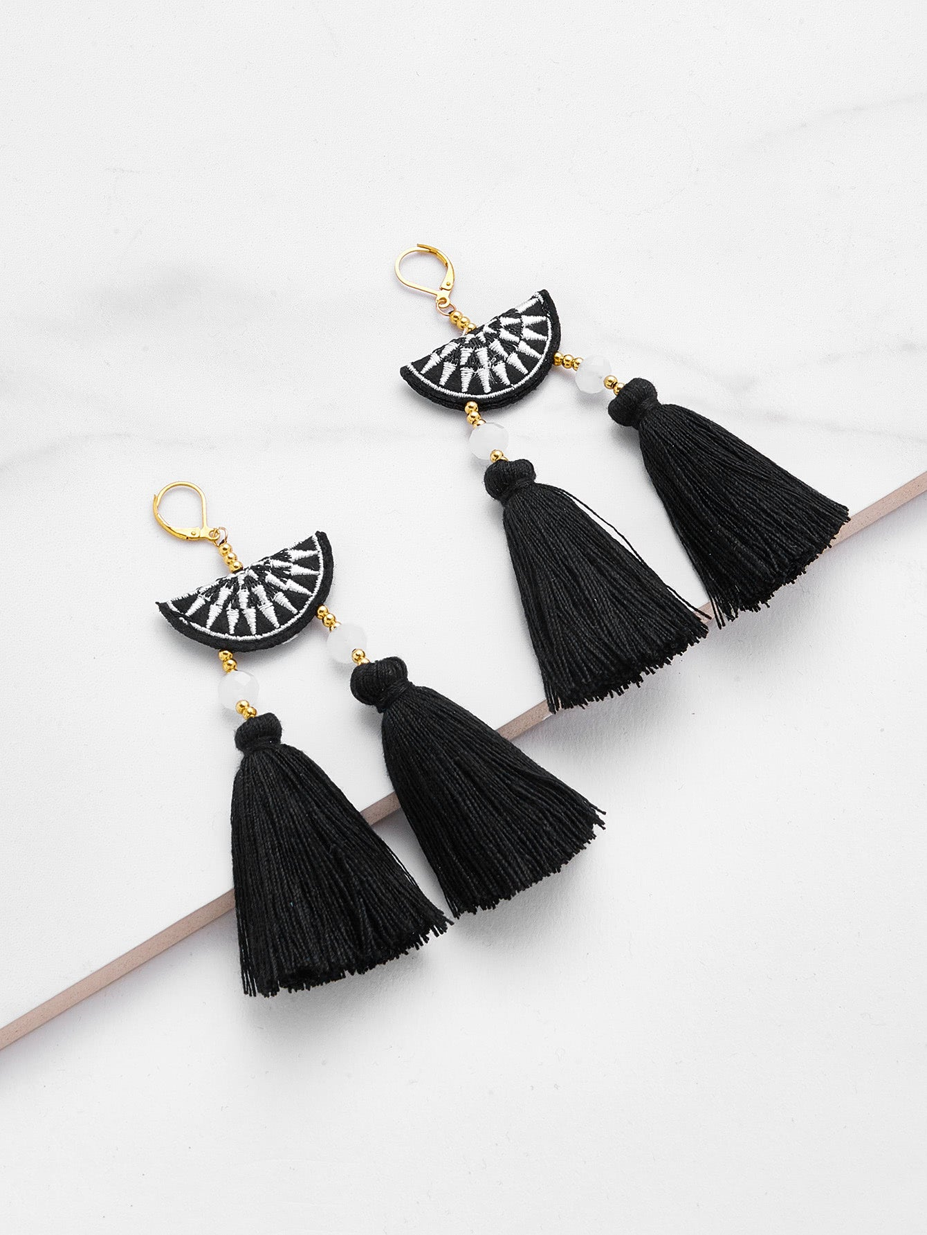 Hung Up On A Dream Earrings - Bl/Wh