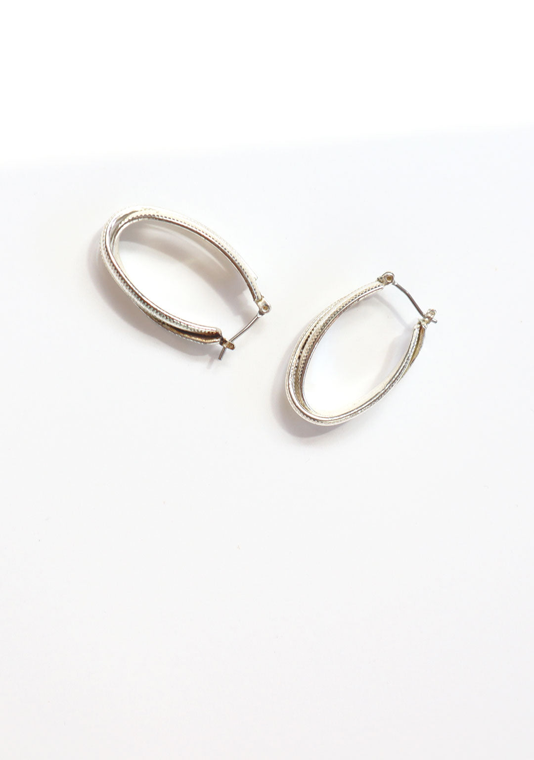 Vintage 80s Silver Oblong Ribbed Hoops