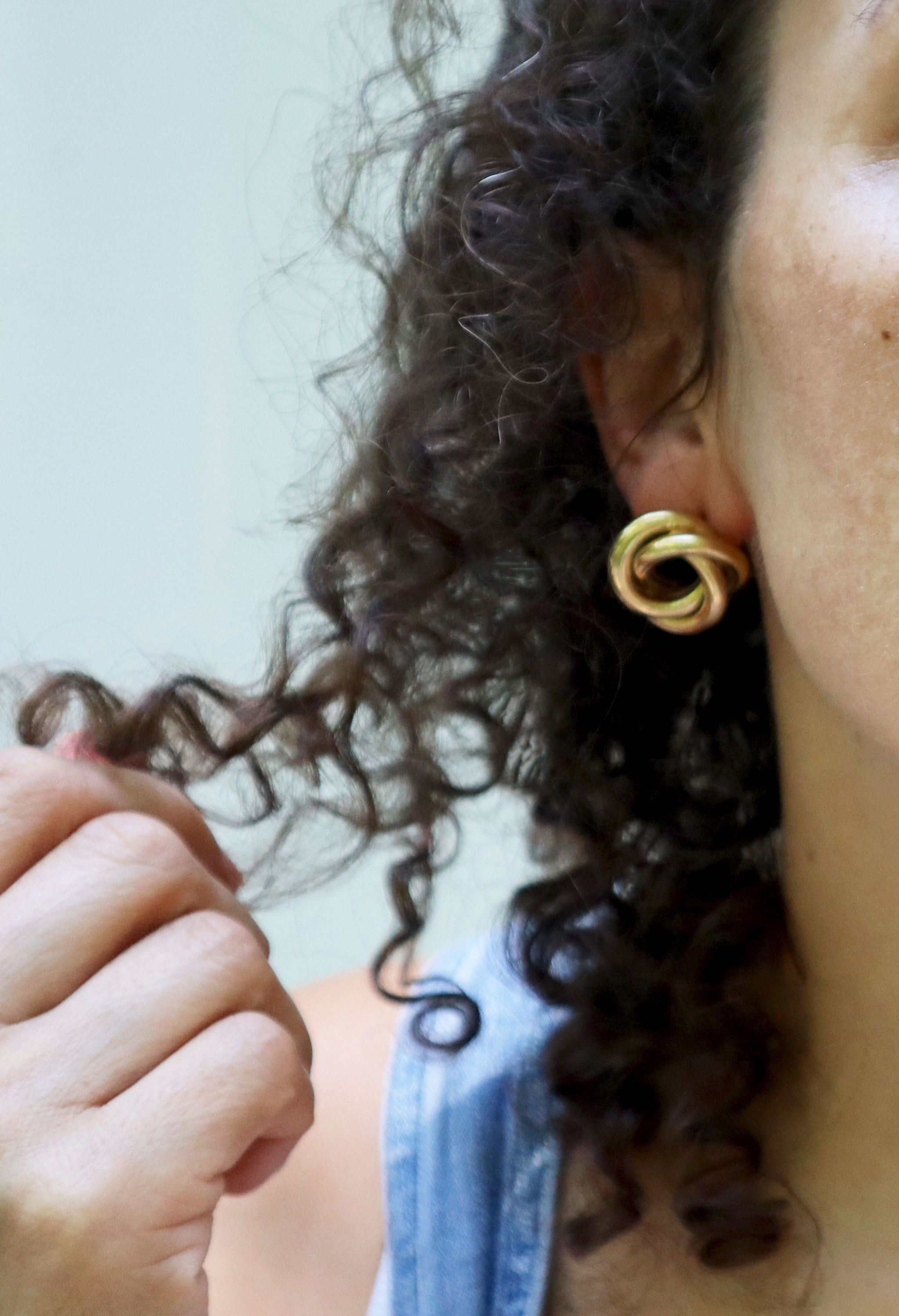 80s Large Classic Gold Knot Earrings