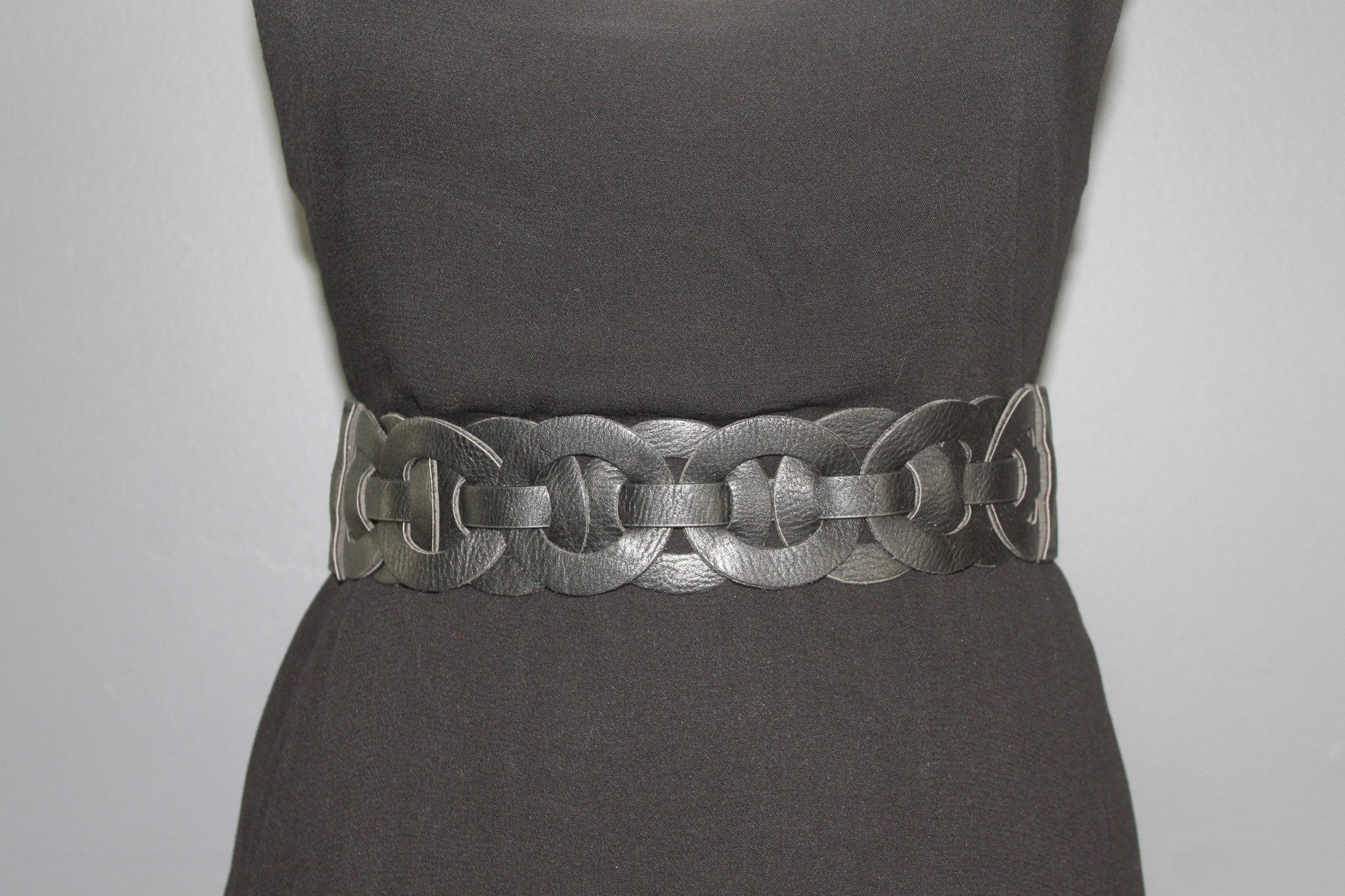 Linked Circle Black Leather Belt
