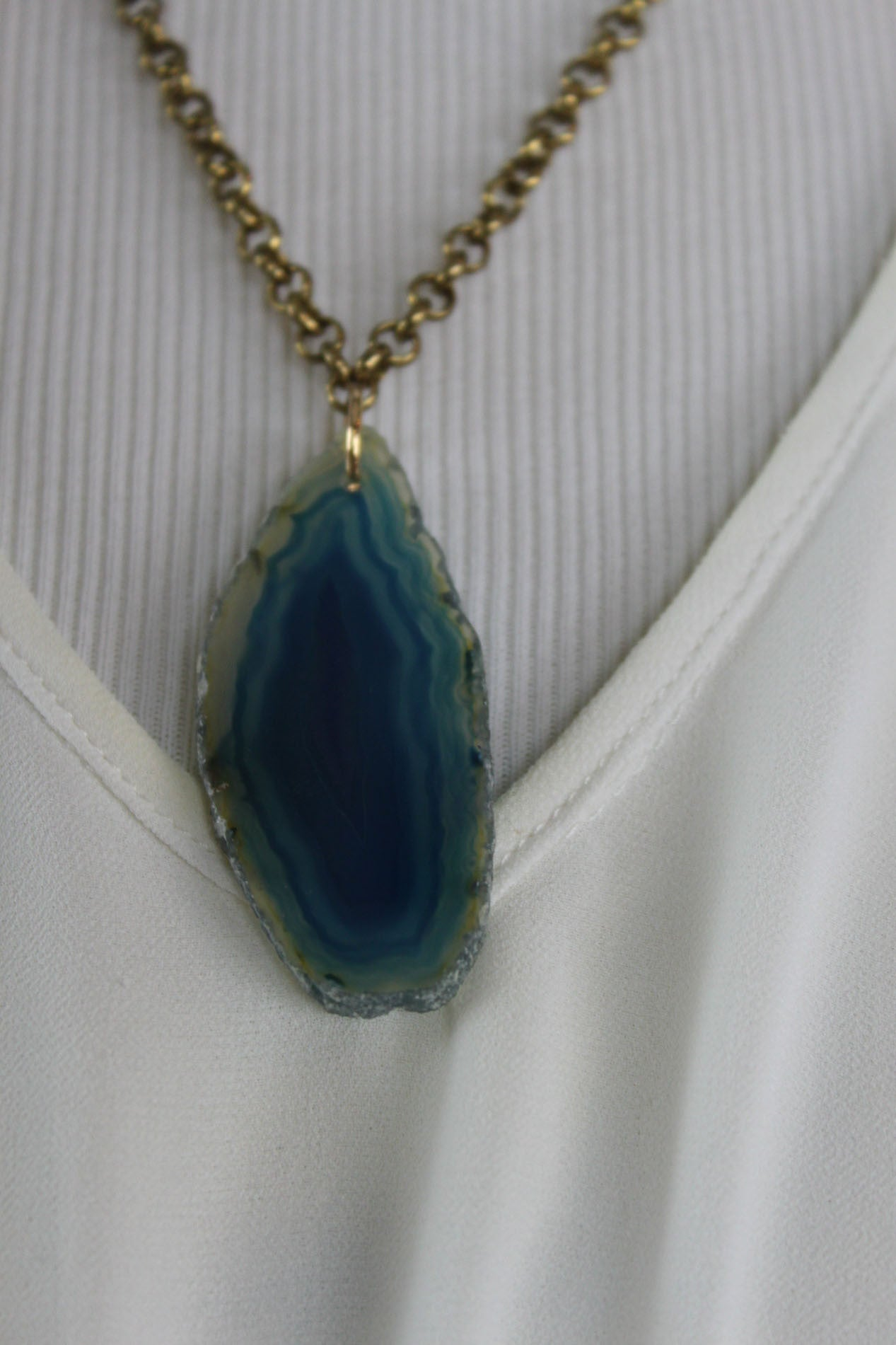 Cenotes Teal Agate Slice w/Antique Gold Chain