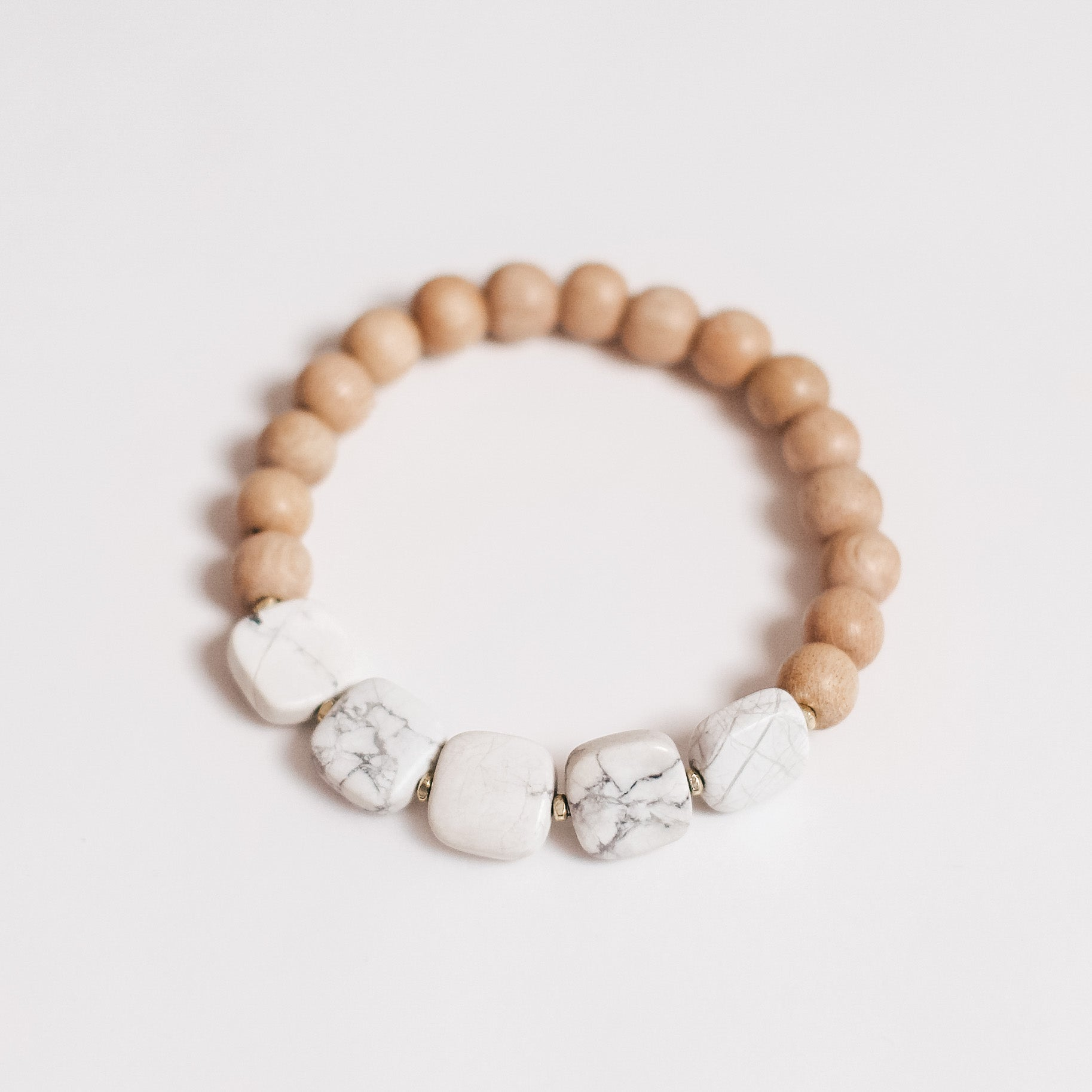 Ava || Howlite and Rosewood single bracelet