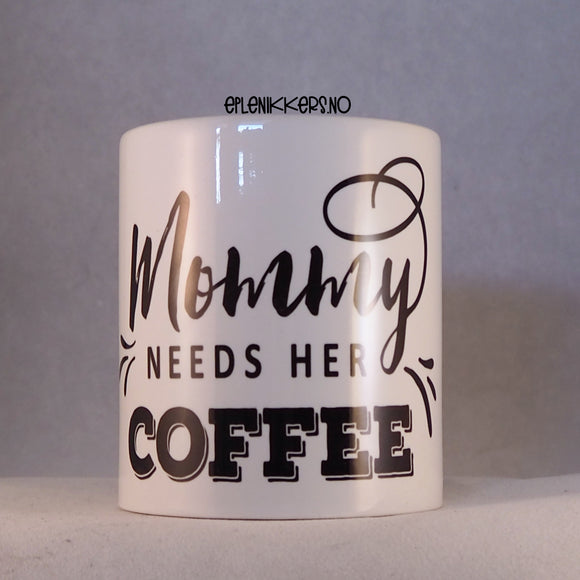 Porselenskrus - MOMMY NEEDS HER COFFEE