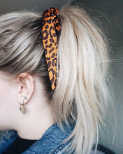 Afbeelding in Gallery-weergave laden, scrunchie panterprint strik