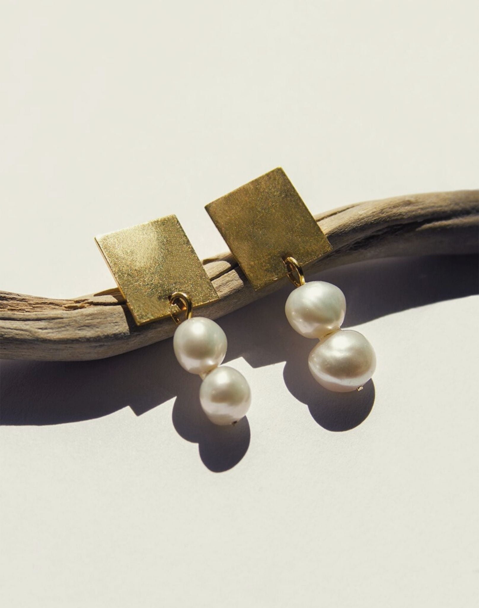 Anna Rosa Pearl Earrings