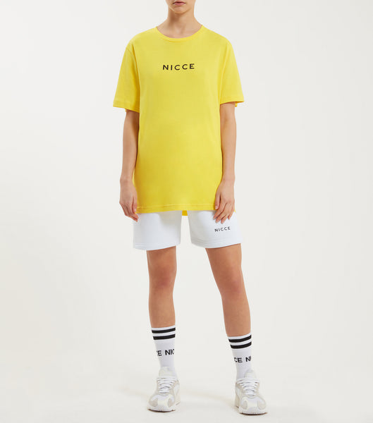 Original center logo t-shirt in yellow. Featuring crew neck, short sleeves, curved hem and printed centre chest logo. Pair with joggers.  *Please note this is a unisex product size down for true size.
