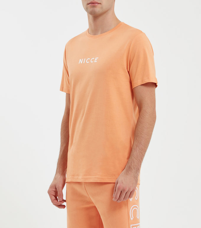 Original center logo t-shirt in coral. Featuring crew neck, short sleeves, curved hem and printed centre chest logo. Pair with matching joggers or shorts.