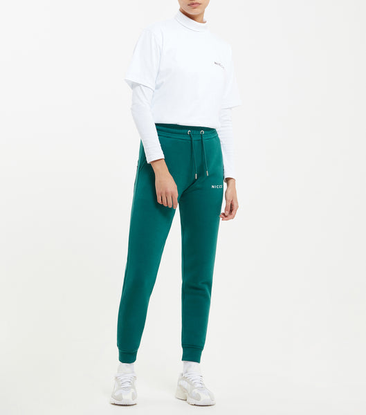 NICCE original Joggers in emerald. Features relaxed tapered fit, small printed logo, angled front pockets, branded eyelet and cord ends and elasticated cuffed hem with back patch pocket with small woven side tab label. Pair with matching hood.