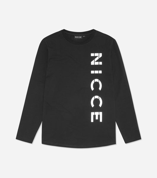 Rauma long sleeve t-shirt in black. Featuring large reflective printed logo, slim fit design, Crew Neck and long sleeves. Pair with jeans.