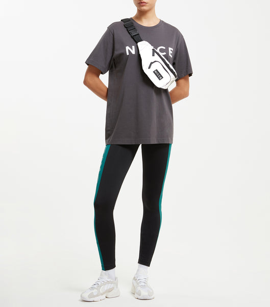 "Contrast leggings in emerald green and black. Featuring contrast side seam panels, with triple repeat split keyline logo. Elastic stripe tape with classic woven ""N"" badge branding."